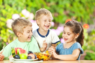 kids eating fruit - Amy Myers MD®